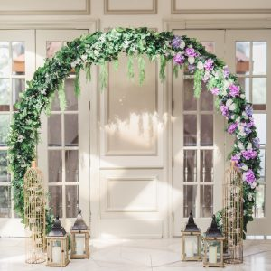 Wedding ceremony circular arch (Circle of Love), with cream and purple roses, hydrangea, and greenery. Toronto wedding flowers and decor at Fontana Primavera by Secrets Floral.